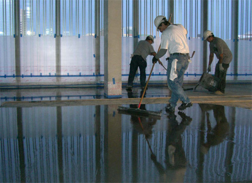 Self leveling overlayments for structurally sound substrates workers installed ultratop in natural gray from mapei as flooring at the anchorage museum in anchorage solutioingenieria